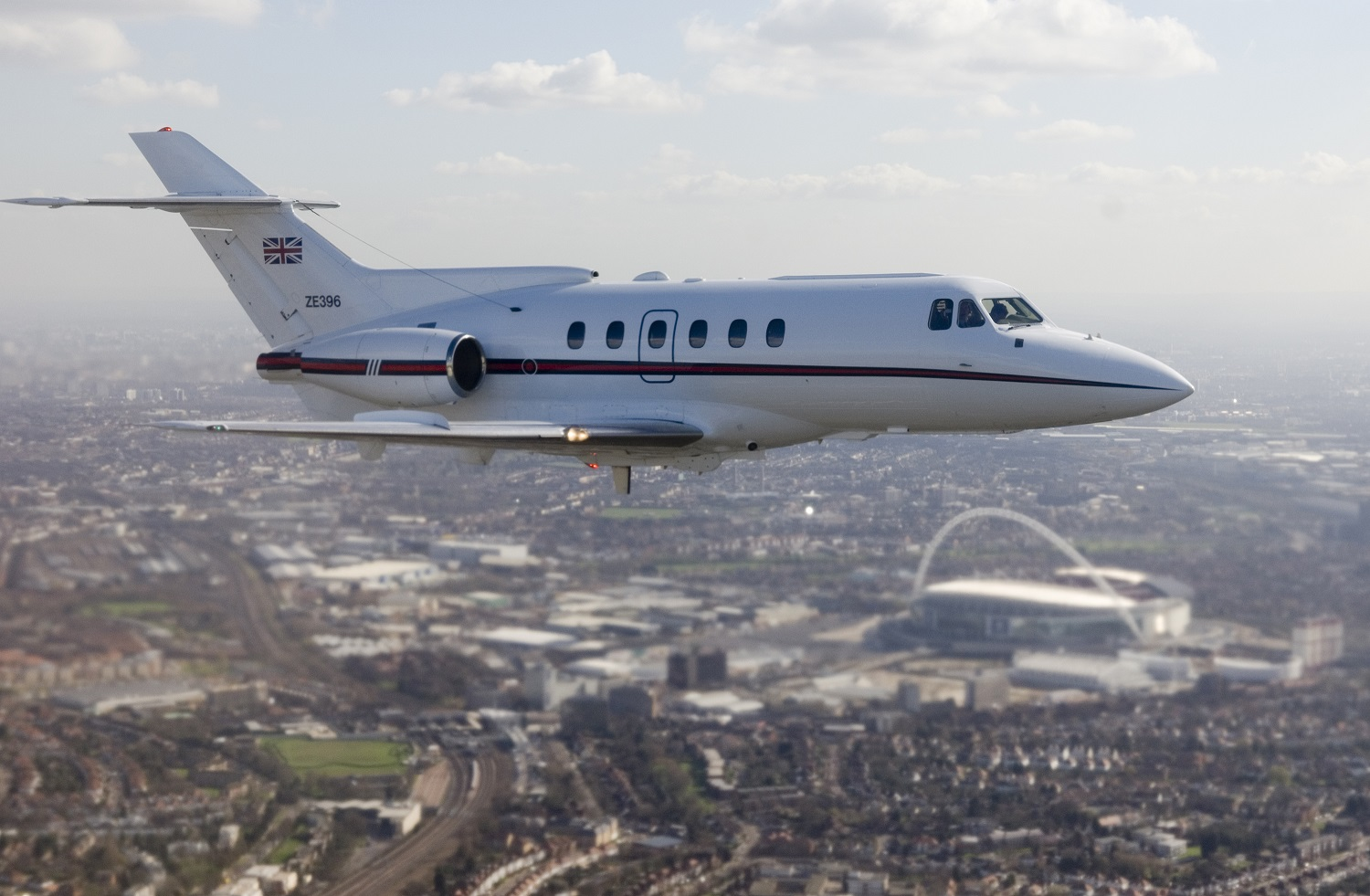 Ex. Royal Squadron Hawker 700 IN FLIGHT OVER LONDON.